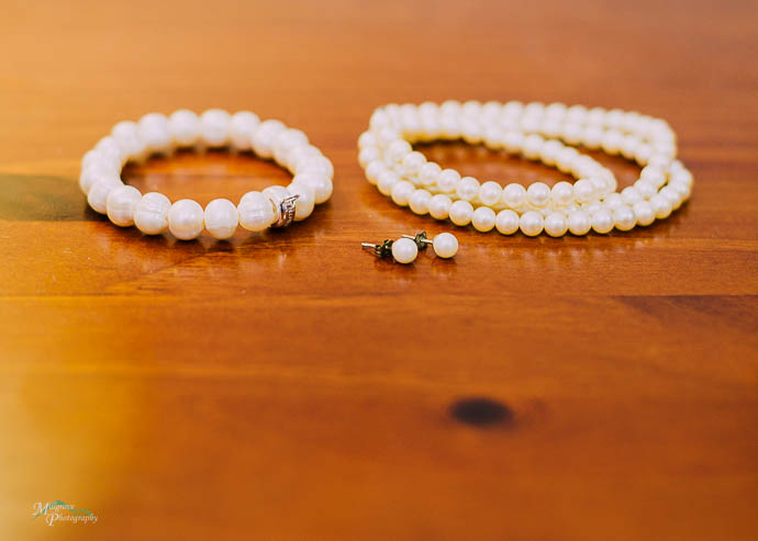 Strings of pearls as wedidng jewellery