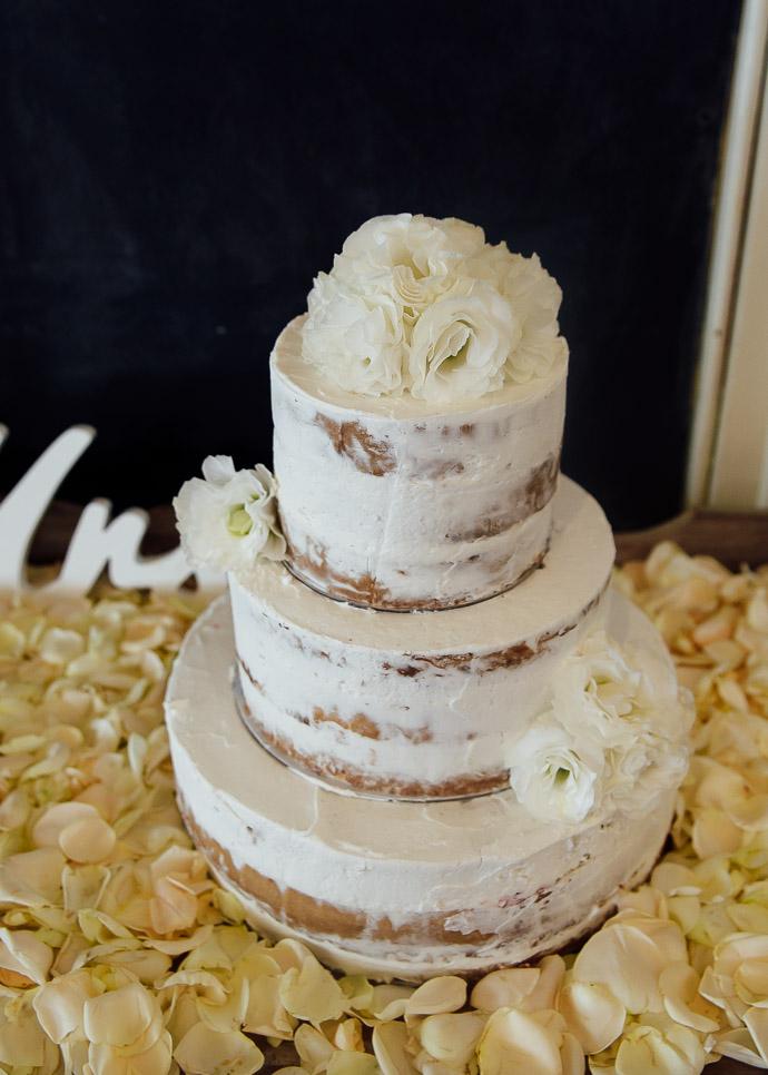 A beautiful naked cake