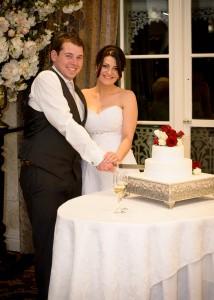 ballara-receptions-cutting-wedding-cake